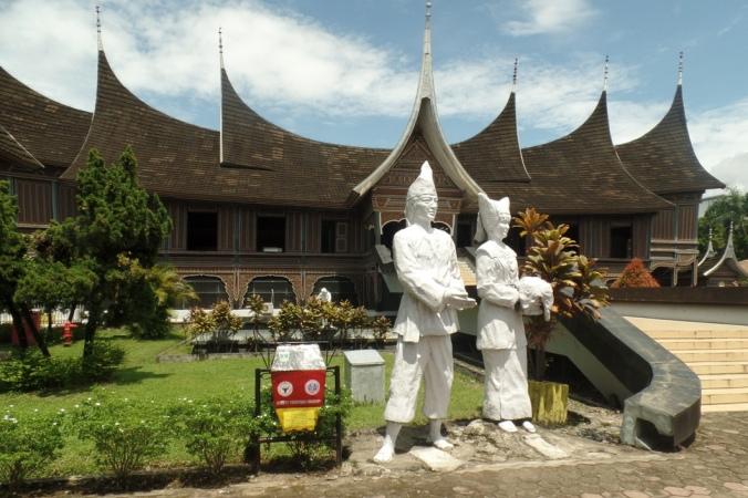 Travelblog25: Padang – Sumatra, Indonesia  Tej Turner
